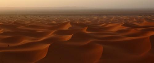 """""""une émotion mystique m'habite en mes pensées sur mon désert,mon thé à la menthe,mes souvenirs,ma vie si heureuse...""""désert,sahara,grand erg oriental,antoine de saint-exupéry,théodore monod,sud,tunisie,méharée,caravane,nomade,bédouin,trek,trekking,routard,voyage forum,tente bédouine,chameau,chamelle,dume,dune,erg,reg,source,puits,sif es souane,sif essouane,timbain,huidhat erreched,elmida,dekenis elkebir,dekenis esseghir,oummi henda,aouinat rajah,douz,sabria,ghlissia,zaafrane,elfawar,ghidma,rejim maatoug,rose des sables,elbellaa,bir elghar,shot hejria,ben grira,mhemmed eslii,sidi merzoug"""